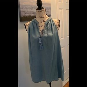 NWT-LAUREN CONRAD CHAMBRAY TOP🦋